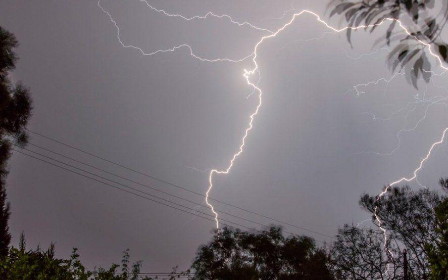 Alerta meteorológico por ráfagas intensas, tormentas fuertes y lluvias, con posible caída de granizo