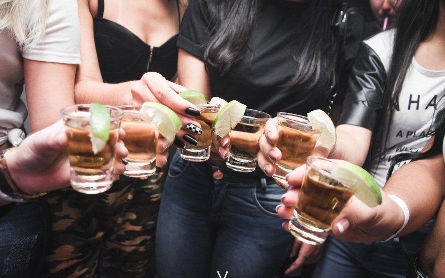 Exceso de alcohol en el Día del Amigo: cómo festejar sin poner en riesgo la salud