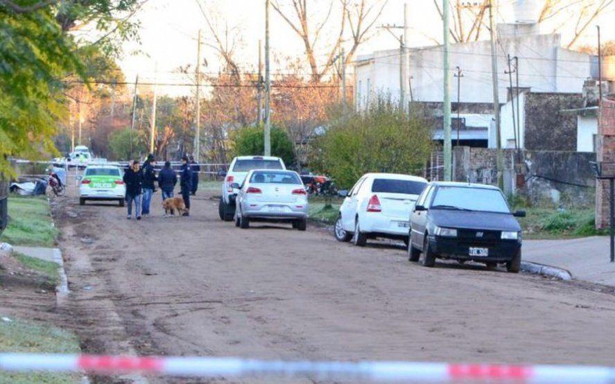 Policías acudieron a una denuncia en Lincoln y se tirotearon entre ellos: hay un muerto y un herido