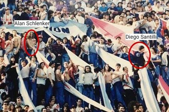 Diego Santilli junto a la barra brava de River Plate