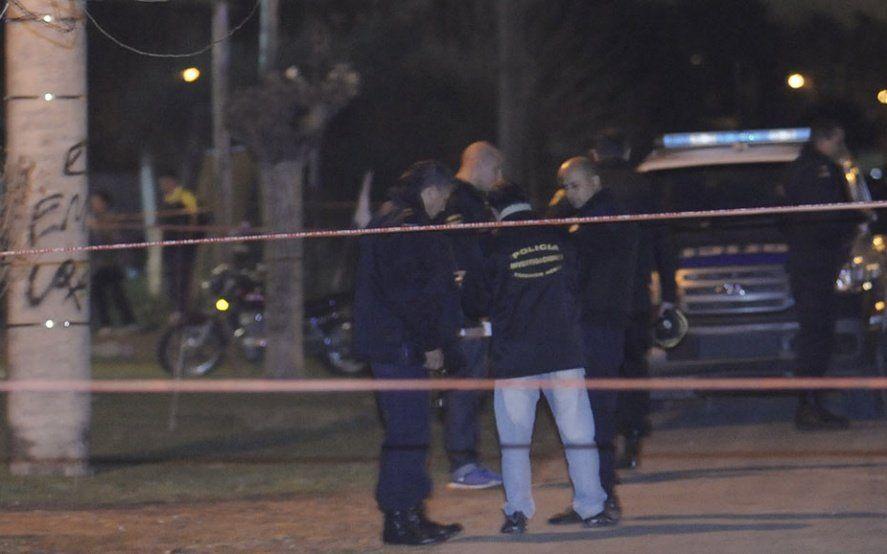 San Miguel del Monte: un auto se estrelló contra un acoplado y murieron cuatro jóvenes