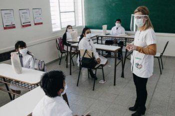 clases presenciales: aceleran el plan de vacunacion a docentes bonaerenses