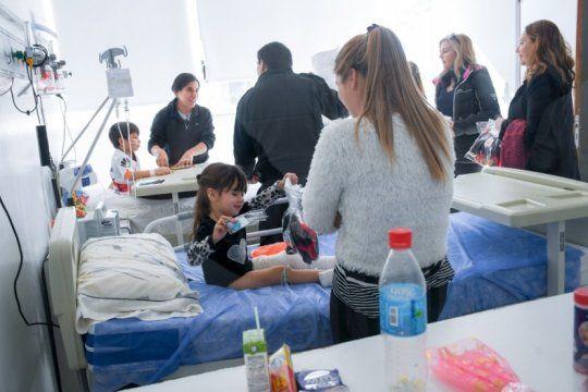 internos de olmos fabricaron y donaron 30 pantuflas al hospital de ninos de la plata
