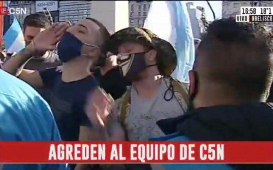 #17A: Volvieron a agredir al móvil de C5N en el Obelisco