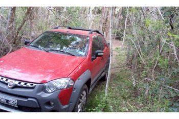 A 50 metros de este auto fue hallado ahorcado el médico Jorge Benítez, de 37 años
