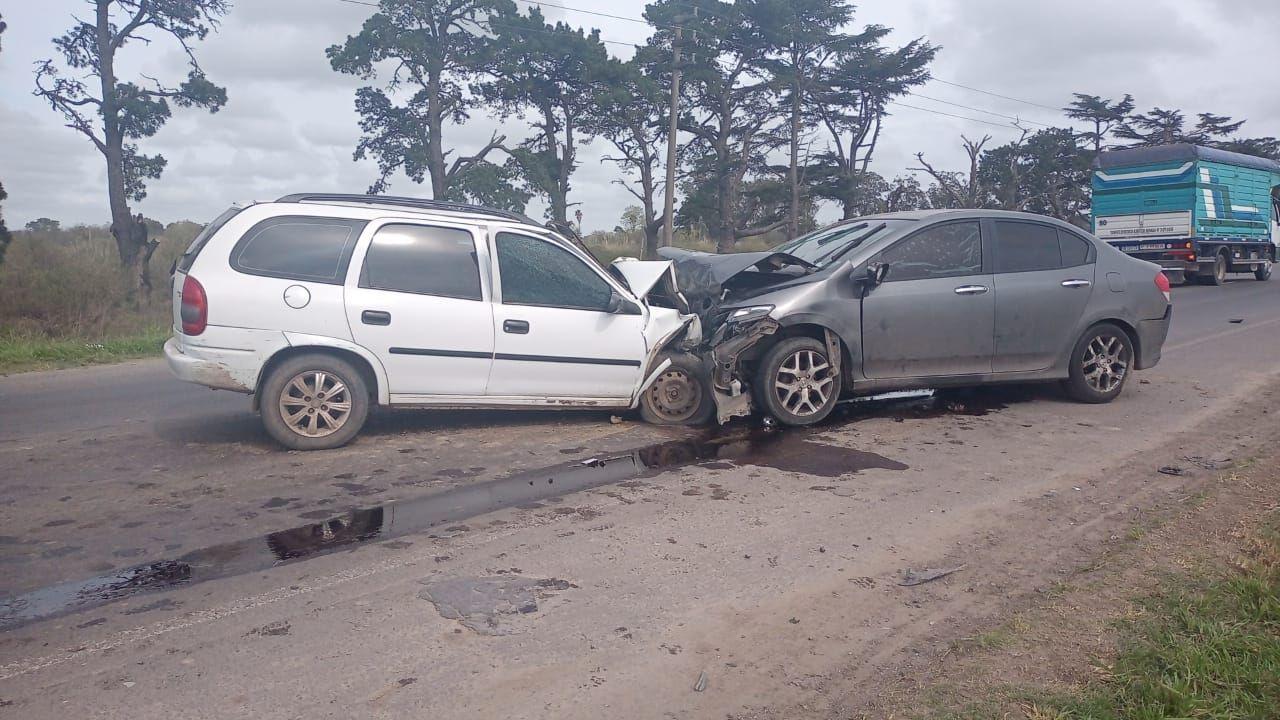 la plata: en un choque frontal entre dos autos murio un hombre de 53 anos