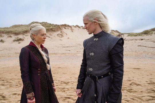 En el anticipo de la precuela de Game of Thrones se ve a Emma D'Arcy personificada como la Princesa Rhaenyra Targaryen y a Matt Smith como el Príncipe Daemon Targaryen.