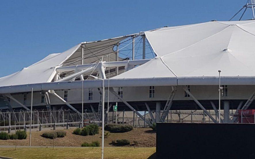 El Estadio Único a contrarreloj, con el techo destrozado y a casi 70 millones de pesos de ponerse a punto