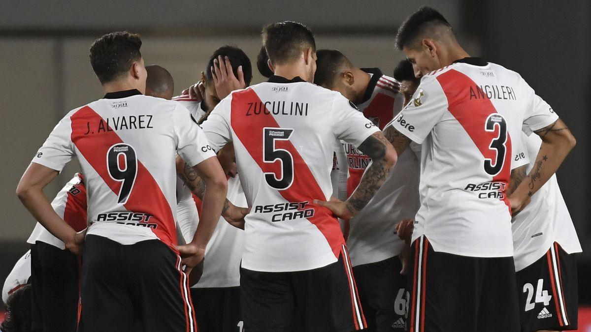 La decepción de los jugadores de River tras la derrota en el Monumental.