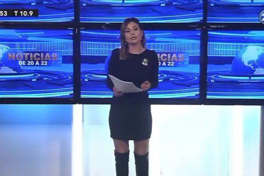 La presentadora del Canal 26 anunciando, de manera rimbombante, la muerte del escritor inglés William Shakespeare
