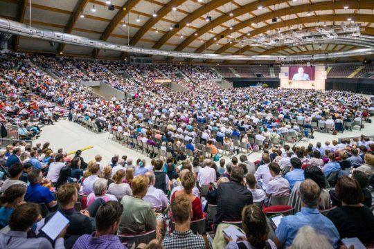 mas de 50 mil testigos de jehova desembarcan en la plata: quienes son y en que creen