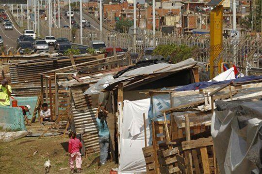 lapidario informe de la uca: la pobreza supero el 40% y alcanzo a 16 millones de personas