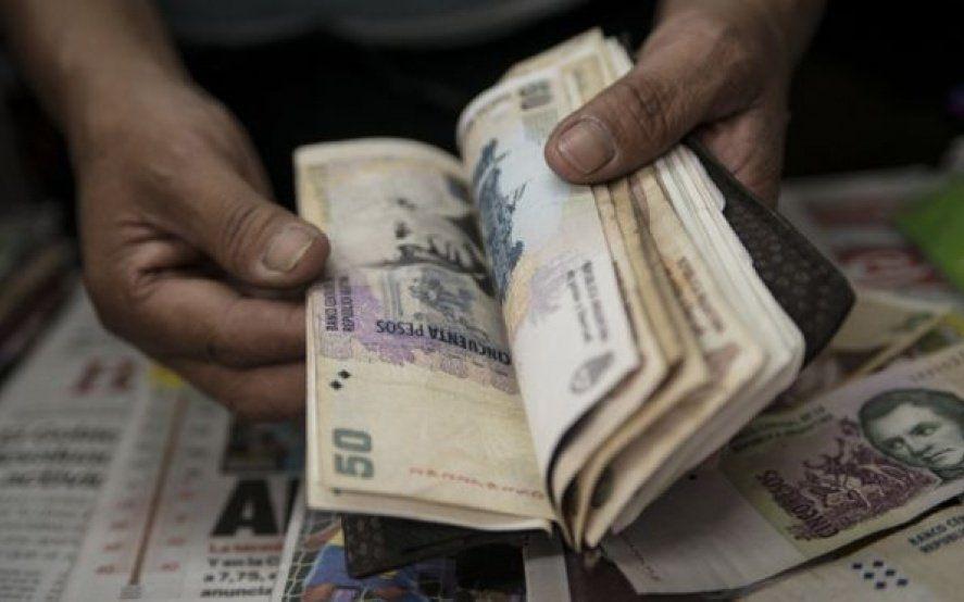 Cómo y por qué afecta la suba del dólar a las economías familiares