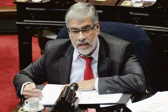 Un informe de Roberto Feletti llamar a incrementar las reservas y reducir el déficit fiscal.
