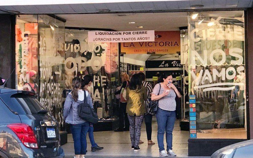 """""""Ni el Rodrigazo se atrevió a tanto"""": Después de 65 años cierra el local de ropa La Victoria en Munro"""