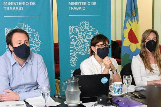 Pablo López (izquierda), Mara Ruiz Malec (centro) y Agustina Vila (derecha) participaron de una nueva mesa técnica salarial con los gremios docentes.