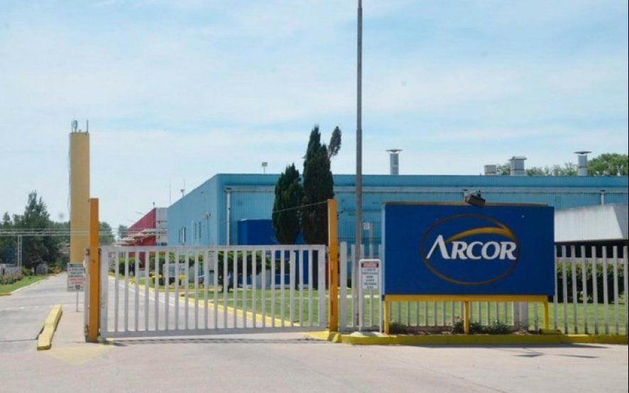 Por el desplome de las ventas, Arcor adelanta vacaciones de más de 2500 empleados