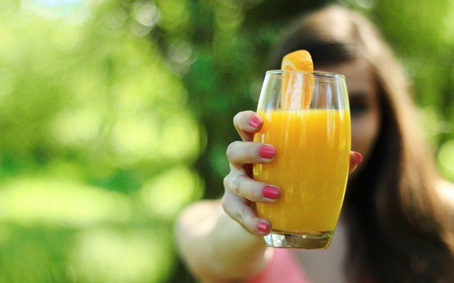 Nutrición en tiempos de crisis: cómo suplantar las bebidas energizantes con recetas caseras