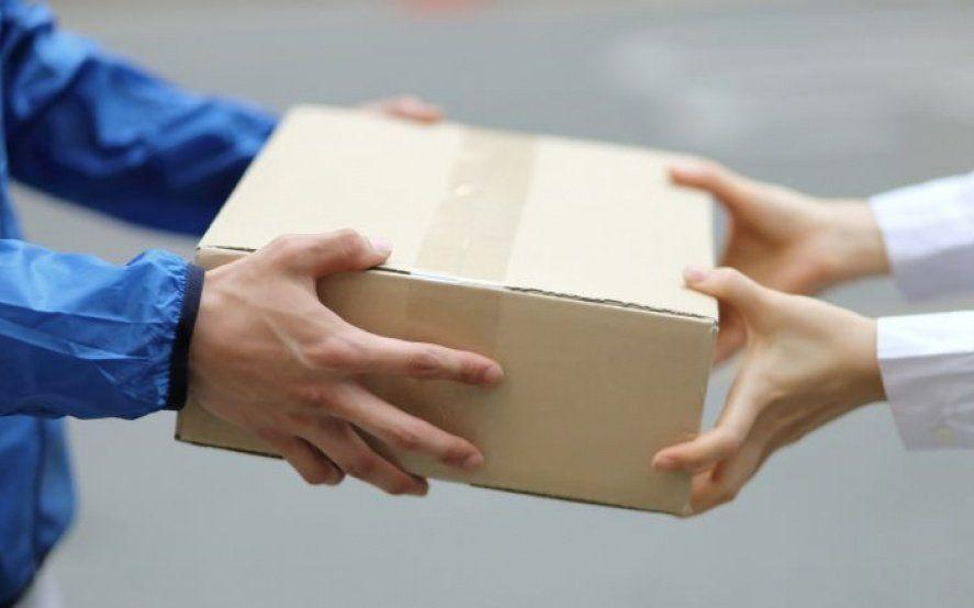 Por la cuarentena, permiten entregar cartas o paquetes sin pedir la firma del destinatario