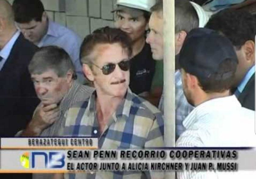 El hilo de la cuenta de Twitter muestra cuando el actor de Hollywood Sean Penn estuvo en una bloquera de Berazategui, en pleno conurbano sur
