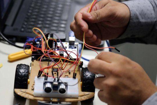 la robotica, un fenomeno que avanza entre los emprendedores platenses