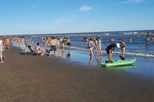 Las imágenes muestran a la costa argentina en su peor momento, sin controles, ni barbijos, ni distanciamiento.
