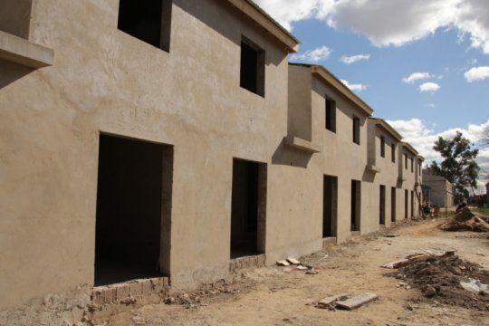 acorralado, el intendente de san miguel reflota un viejo plan de viviendas para la campana