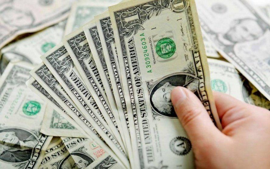 El dólar subió por sexto día consecutivo y ya pisa los 44 pesos