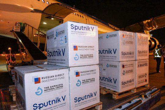 Más vacunas Sputnik V y Sinopharm se suman a la campaña de vacunación