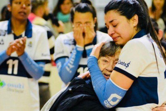 en espana, una referente de gimnasia no pudo contener las lagrimas en television, pensando en la final