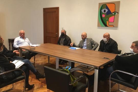 zamora retrocedio con los recortes salariales pero15 trabajadores municipales siguen despedidos