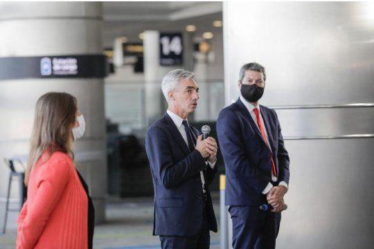 El Ministro Meoni junto a Lammens y Frederic anunciaron el retorno de vuelos de cabotaje, trenes y colectivos
