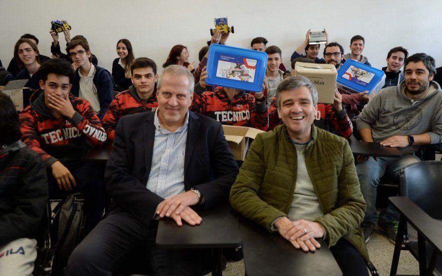 Hurlingham: El intendente entregó kits de robótica a las escuelas técnicas locales