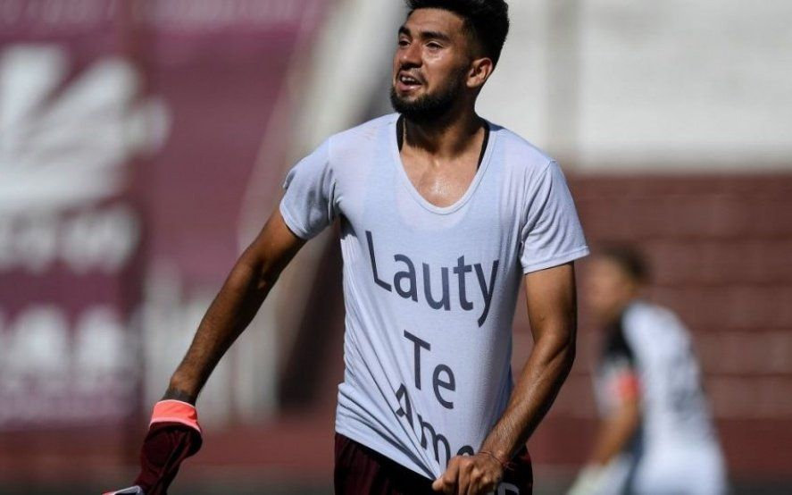 ¿Quién es el delantero que marcó después de 81 partidos y emocionó a todo Lanús?