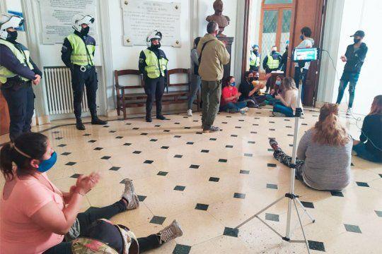 Protesta en la municipalidad de Olavarría. (El Popular Medios)