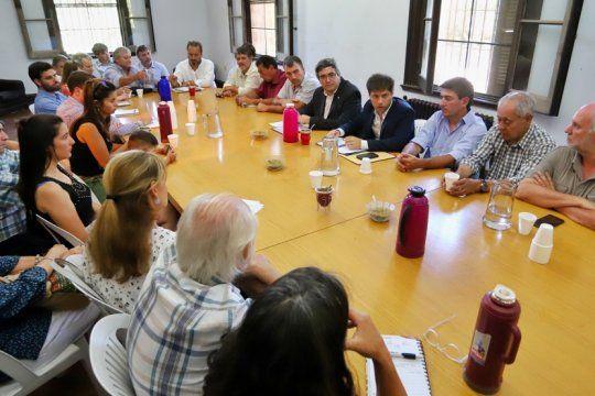 kicillof se reunio con pequenos y medianos productores en medio de las negociaciones por la ley impositiva
