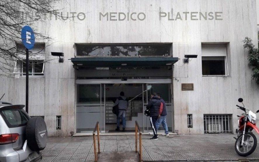 En una brutal entradera en La Plata cuatro delincuentes golpearon a un hombre y a su hijo