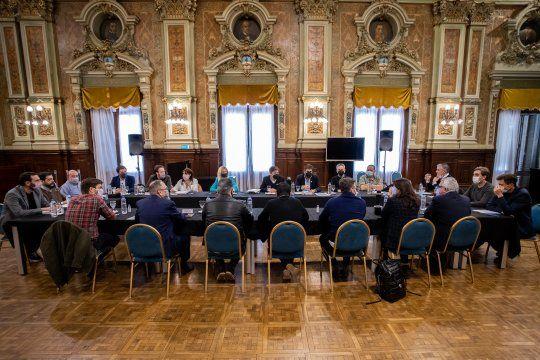El gobernador Axel Kicillof encabezó la reunión con intendentes de la primera sección en Casa de Gobierno.