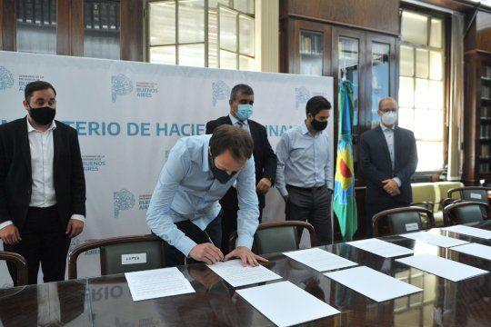 Pablo López encabezó la firma del acuerdo con los ministros de Hacienda y Finanzas de las demás provincias para tratar la deuda externa.
