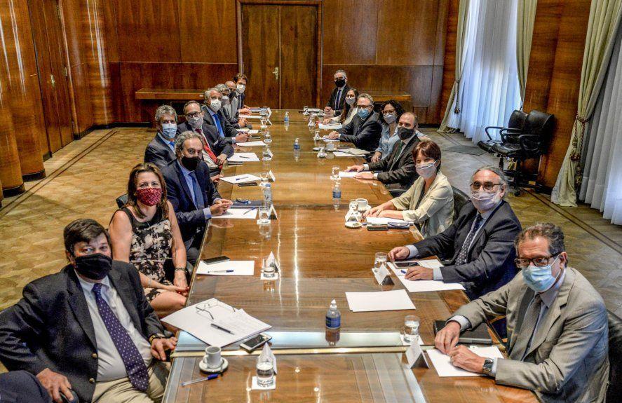 El Gobierno busca acuerdos con el sector agroindustrial