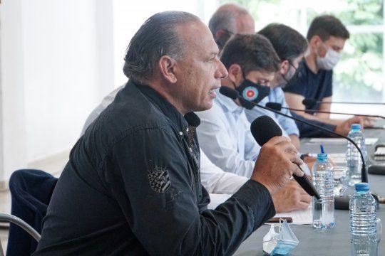 Berni tomó el micrófono y le apuntó a los jóvenes que no cumplen los protocolos.