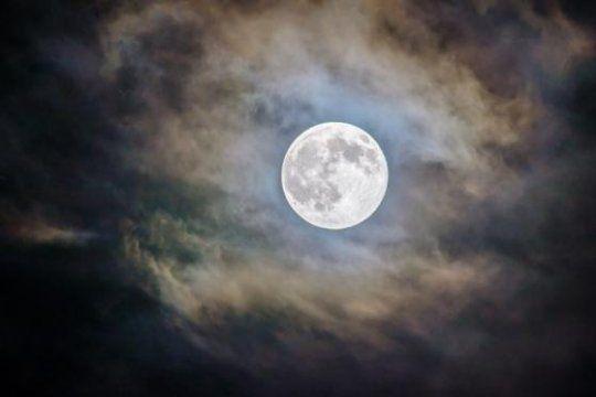 Esta noche será visible la Superluna rosa