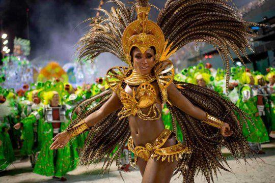 Las escuelas de samba de Brasil presionan para que haya Carnaval en julio