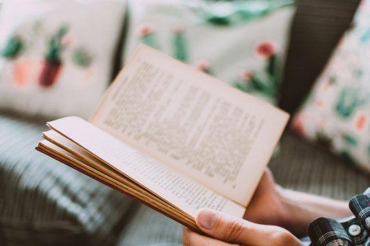 en el dia mundial del libro, llaman a publicar recomendaciones en las redes para atravesar la cuarentena