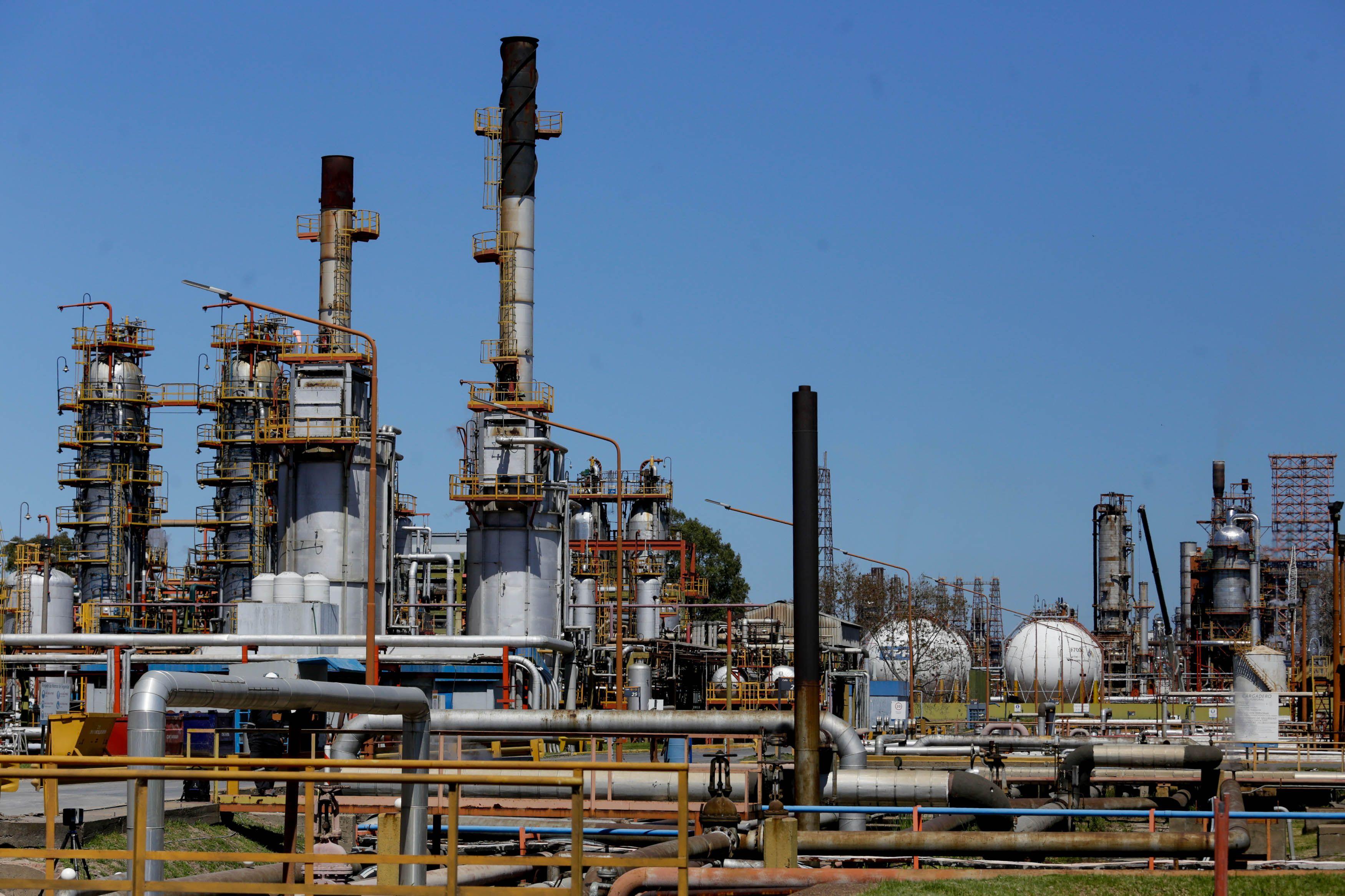 refineria la plata: el corazon de la provincia petrolera