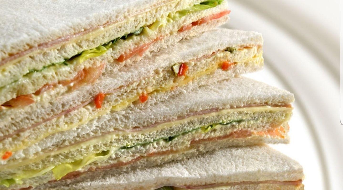 ¿hay argentino exitoso en el mundo fabricando sandwich de miga?