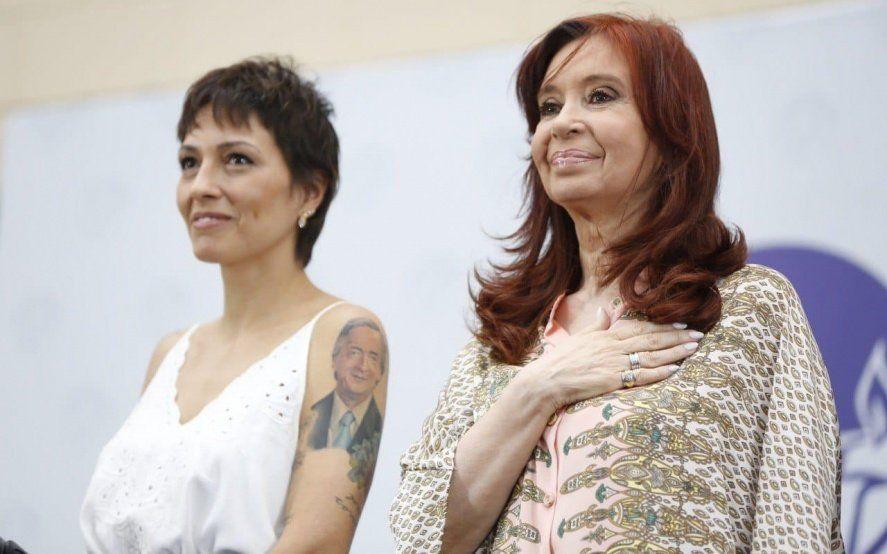 """Mayra Mendoza asumió la intendencia con la presencia de CFK y prometió """"poner en igualdad a todos los barrios de Quilmes"""""""