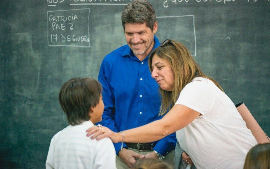 Vidal mandó a sus ministros y legisladores a visitar escuelas donde sí hubo clases
