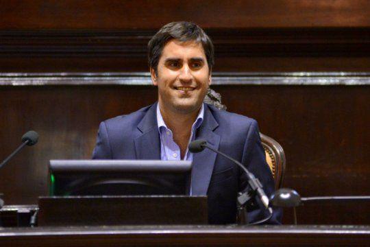 el presidente de la camara de diputados deja el cargo y denuncia que es victima de extorsion