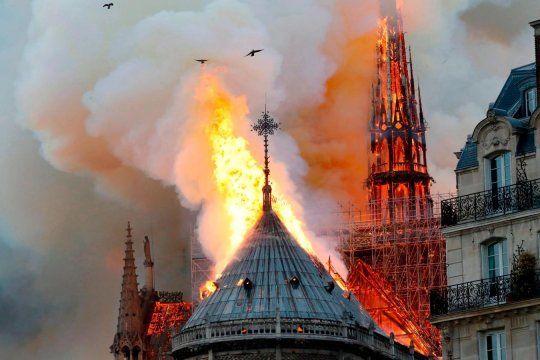 Las fotos de la Catedral de Notre Dame en llamas invadieron las redes sociales.